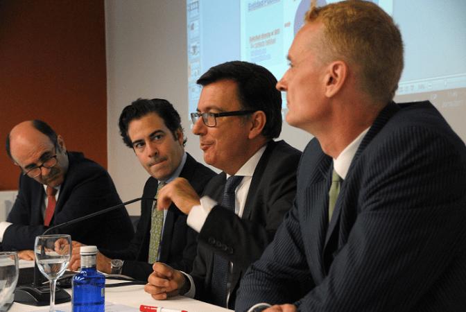 Manu Ayerdi, Pablo Zalba, Román Escolano y Juergen Foecking, durante el seminario celebrado en la sede de la CEN.