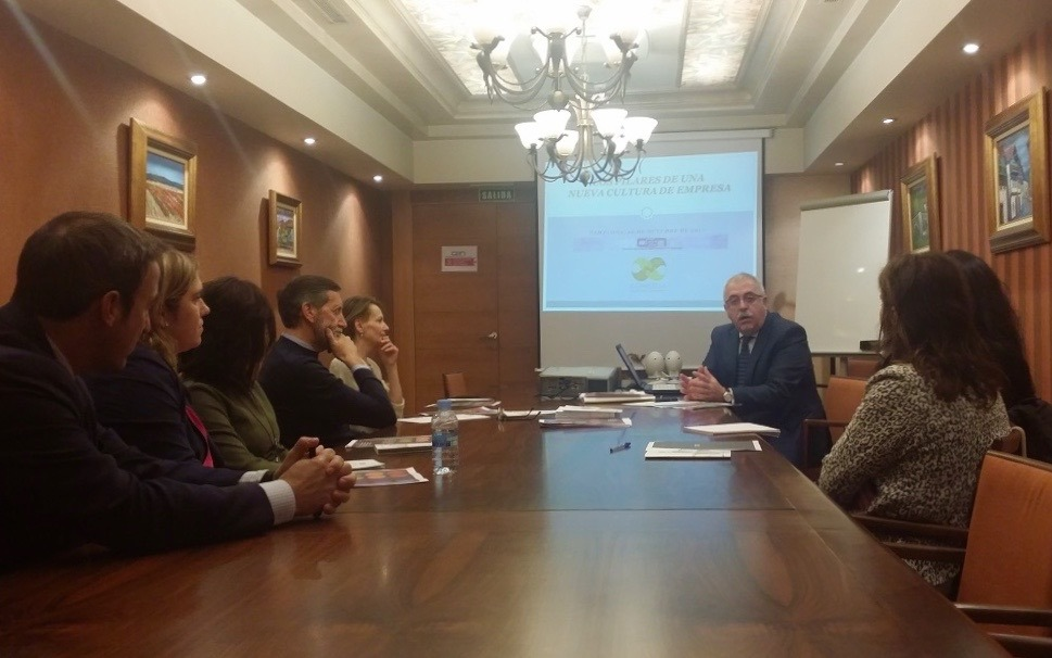 Víctor M. Fernández, director de Concilia, durante su charla en la CEN.