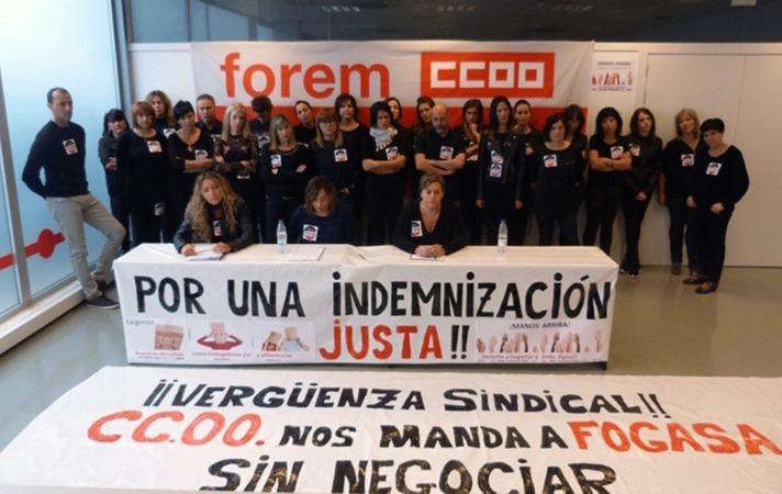 Los trabajadores despedidos de Forem en la rueda de prensa de este sábado. (FOTO: Cedida por trabajadores de Forem)