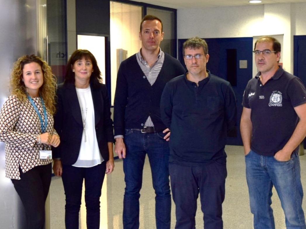 En la imagen: María Uresandi (ADItech), Pilar Herrera (AIN), Iosu García, Francisco Falcone y Jesús Villadangos (UPNA).