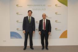 Eduardo Ryan, delegado de Iberdrola en Navarra (izda.), y Santiago Pangua, director gerente de Tesicnor.