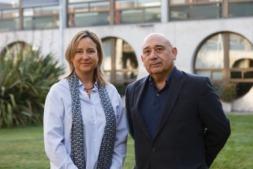 Los responsables del estudio sobre competitividad: Sandra Cavero Brújula y Enrique Díaz Moreno, en la UPNA.