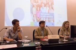 Julen Etxebeste, Ignacio Ugalde e Izaskun Goñi, durante el seminario internacional.