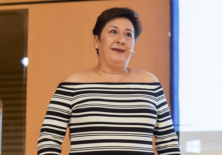 Manuela Gómez durante su intervención en el acto de la Asociación Ensanche Comercial.