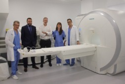 Ángel Recarte, director Médico; Fernando Echávarri, director de Gestión Sanitaria; Fernando Idoate, médico radiólogo; Raquel Alcovia, administrativa; y José Manuel Montavez, técnico de rayos.
