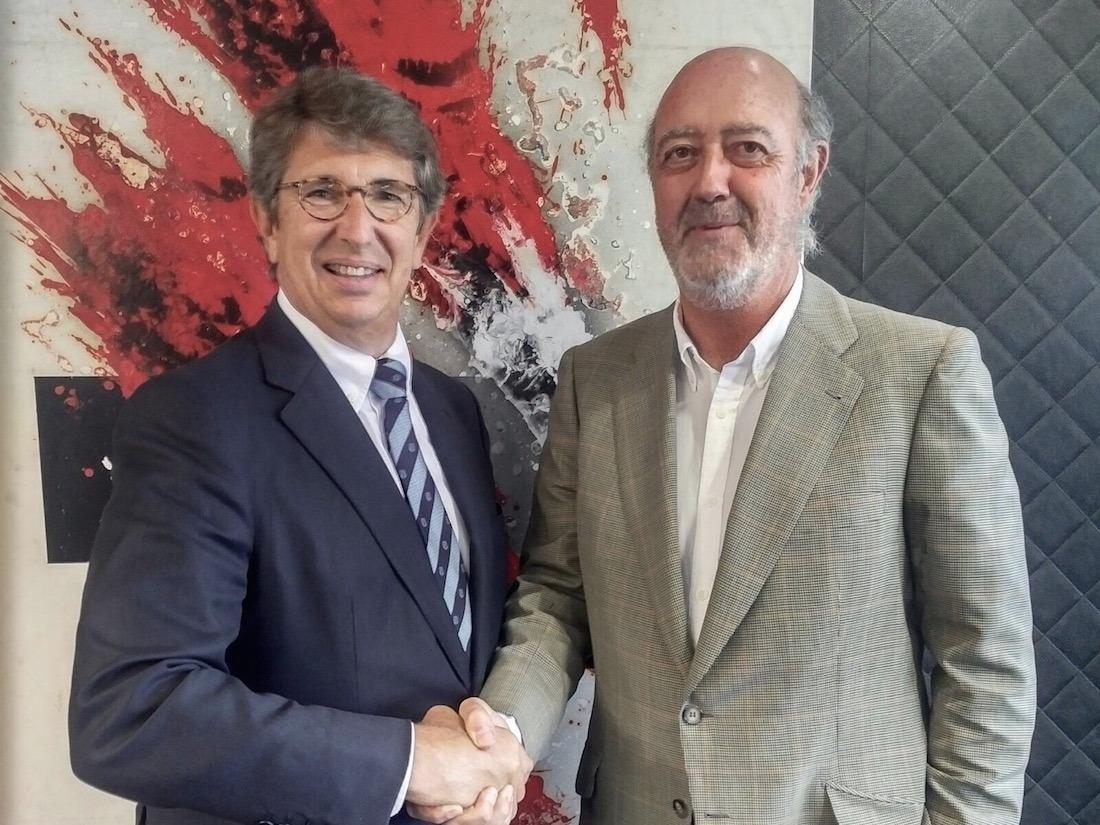 Javier Suqué, reponsable del sector vitivinícola en el Grupo Peralada, y Julián Chivite, presidente de Bodegas Chivite.