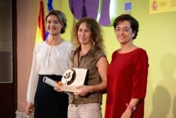 Maite Sánchez recogió el premio de manos de la ministra de Agricultura, Ganadería y Pesca, Isabel García Tejerina.