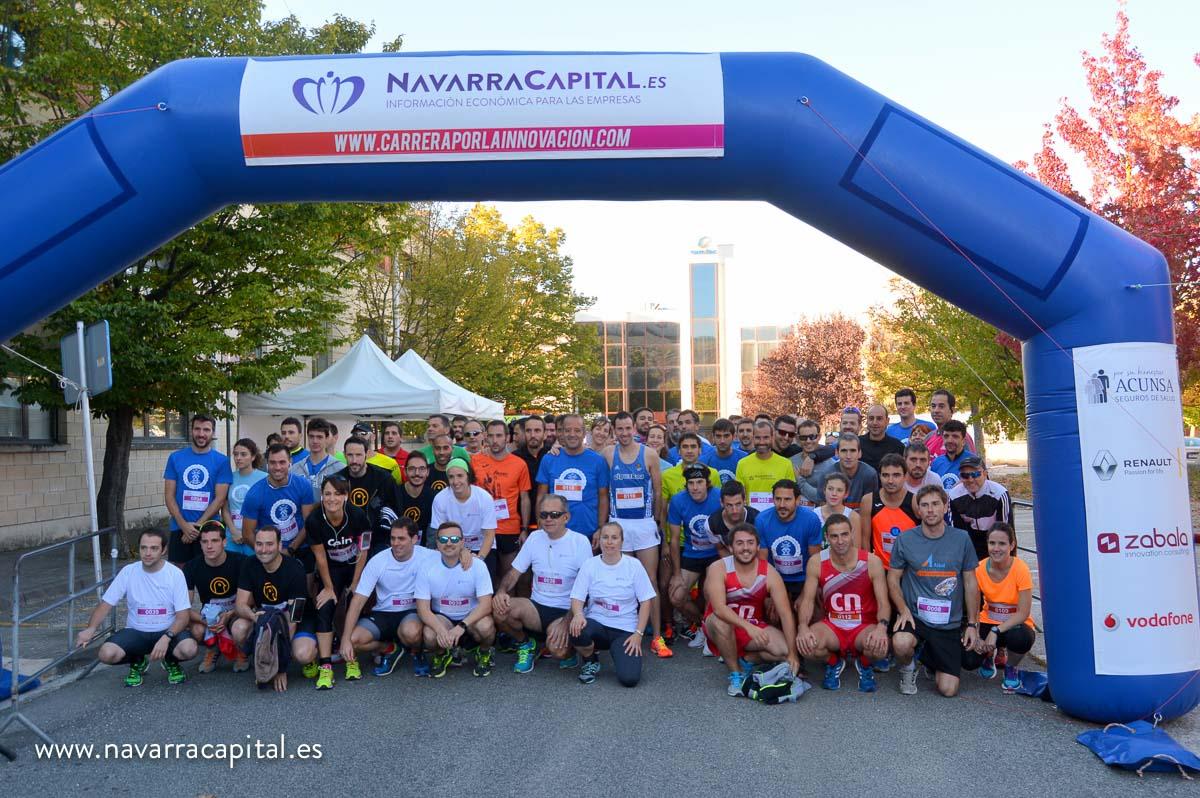 Foto de familia de los participantes en la línea de salida.