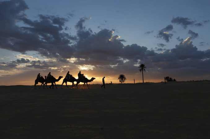 Paseo en dromedario por el Sahara tunecino.