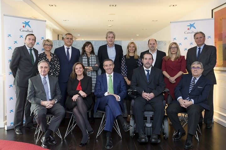 Foto de familia del nuevo Consejo Asesor Territorial de Caixabank en Navarra.