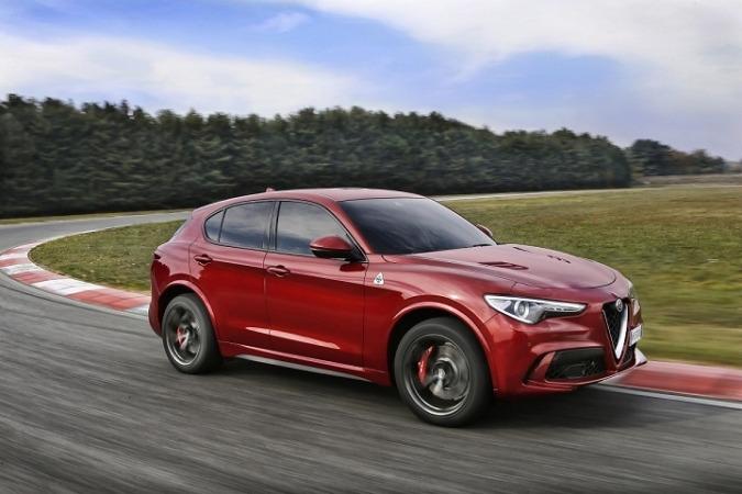 """Imagen promocional del  Stelvio Quadrifoglio, """"el SUV más rápido de su categoría""""."""