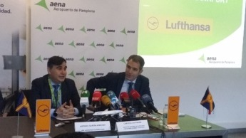 Antonio García, director del aeropuerto de Pamplona y Carsten Hoffman, director general de Lufthansa Group