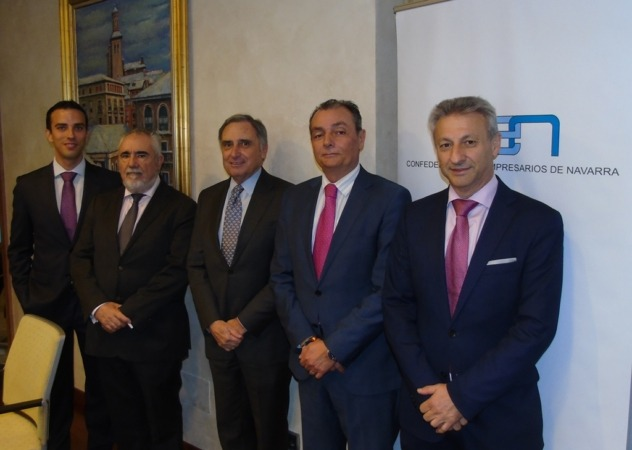 Foto de familia de los participantes en el encuentro que se ha celebrado en la sede de la CEN en Pamplona.