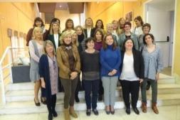 Foto de Familia de las participantes en el programa de Mentoring impulsado por AMEDNA, Ayuntamiento de Pamplona y Obra Social La Caixa.