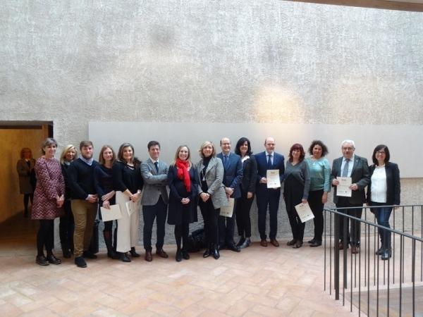 Foto de familia de las 10 empresas reconocidas con el Sello Reconcilia de AMEDNA en 2017.
