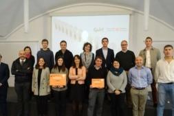 Imagen de los  finalistas y los ganadores (destacados con el reconocimiento de color naranja) en la edición 2017 de los premios InÍciate.