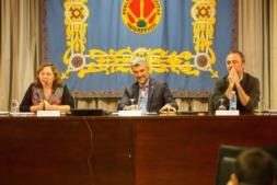 Isabel Elizalde, consejera de Desarrollo Rural; Alfonso Carlosena, rector de la UPNA; y  Juan Manuel Intxaurrandieta, director gerente de la empresa pública INTIA.