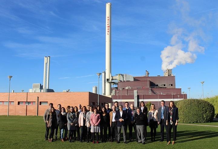 """Foto de famlia de los asistentes al encuentro en ROCKWOOL """"Nuevas Organizaciones, Nuevas Conciliaciones""""."""