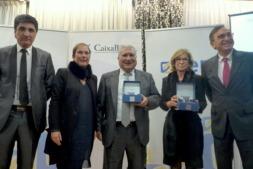 Foto de familia de los ganadores de los premios AER junto al presidente de dicha asociación y la presidenta de Navarra, Uxue Barkos. (FOTO: Germán Pérez).