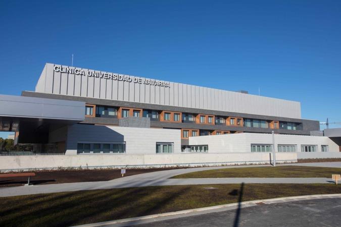 Imagen de la fachada principal del nuevo centro de la Clínica Universidad de Navarra en Madrid.