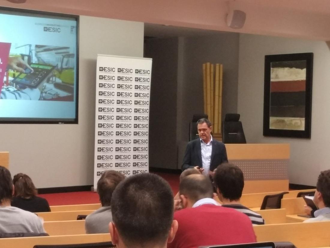 Alberto de Torres durante su reciente intervención en el Club de Marketing-ESIC Navarra.