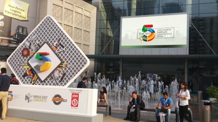 Puerta de Acceso a la feria 'Big 5' de Dubai, la más importante del sector de la Construcción en Oriente Medio y a la que acudieron las firmas navarras: Alquibalat, Hidrostank y Meplasjar.