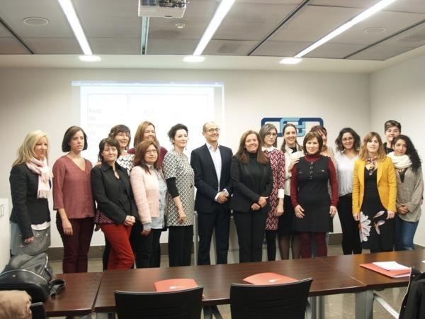 """Foto de Familia con las impulsoras del primer """"Foro Femenino de Emprendedoras"""" promovido por AMEDNA"""