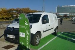 Imagen del nuevo punto de carga eléctrico para automóviles en el polígono empresarial de Galaria, en La Morea.