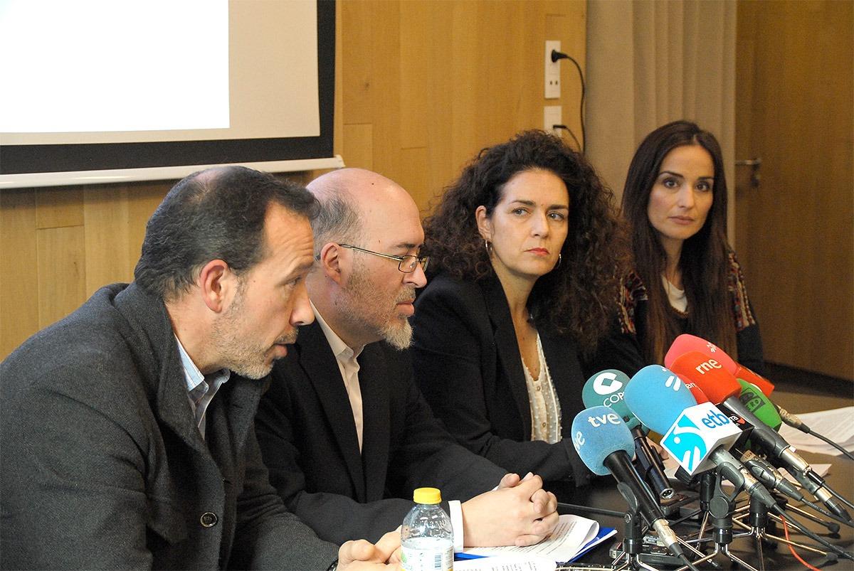 De I a D: Pablo Goñi, Carlos Albillo, Amaya Villanueva y Ana Rodríguez durante su comparecencia.