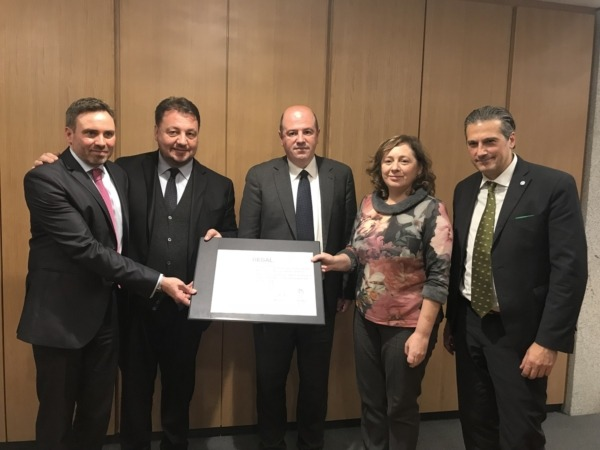 La consejera Elizalde, junto a los representantes de Gales, Lombardia, País Vasco y Liguria, miembros también de la nueva plataforma.