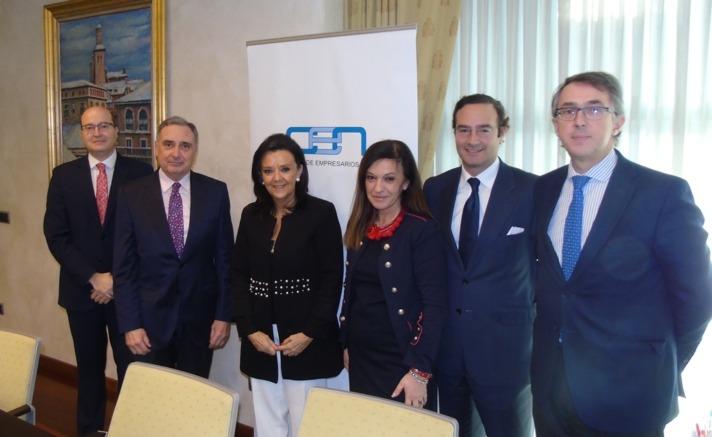 De I a D: Carlos Fernández Valdivielso (CEN), José Antonio Sarría (CEN), Elena Jiménez (EFAN), María Dolores Díez de Ulzurrun (EFAN), Luis de Palacio (FEFE) y Enrique Ordieres (CINFA).