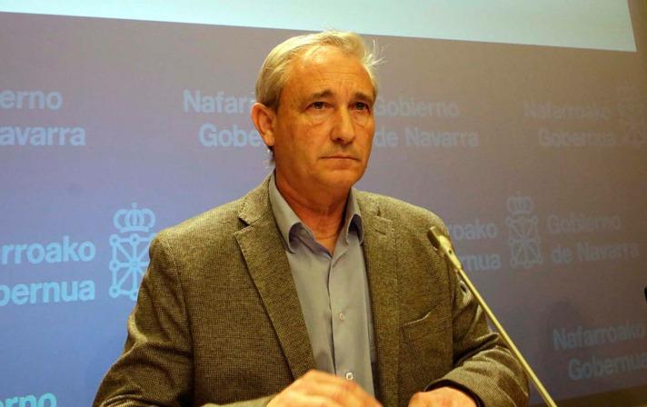 Imagen del consejero Mikel Aranburu en la Sala de Prensa del Gobierno de Navarra.
