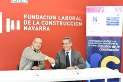 De I a D: Mikel Arbeloa, director de Hirudi, y Francisco Javier Sagardoy, secretario de la Fundación Laboral de la Construcción de Navarra. (FOTO: Oskar González).