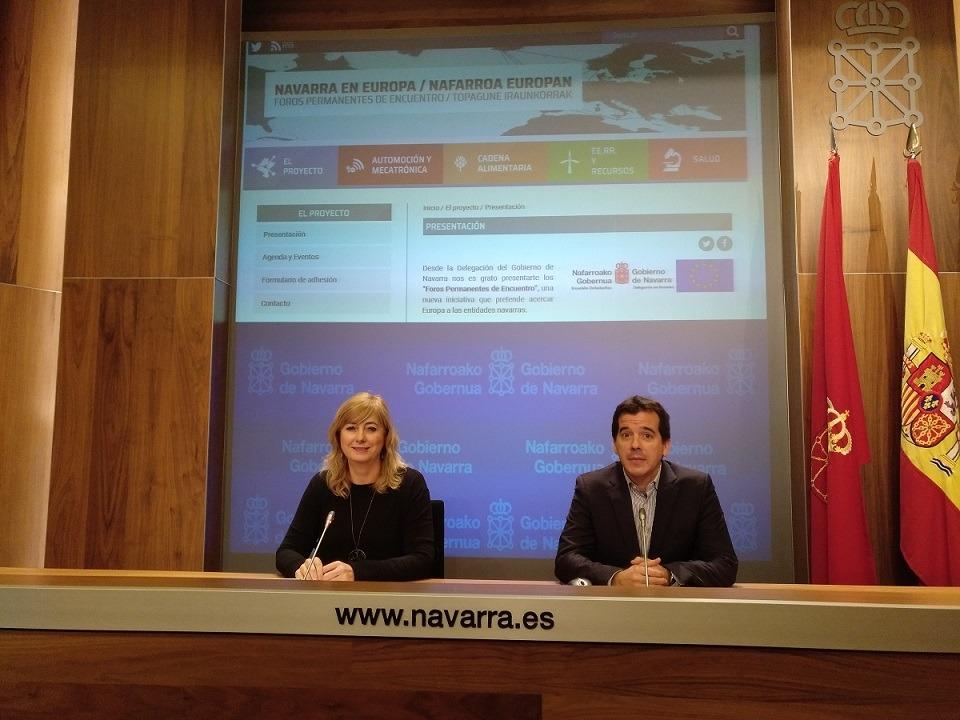 La consejera Ana Ollo y el delegado de Navarra en Bruselas, Mikel Irujo, han presentado el sitio web: 'forosnavarra-europa.eu'.