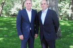 En la imagen los promotores del Club: José Javier Armendáriz (Clave Mayor) y Miguel Isaacs (Bantec).