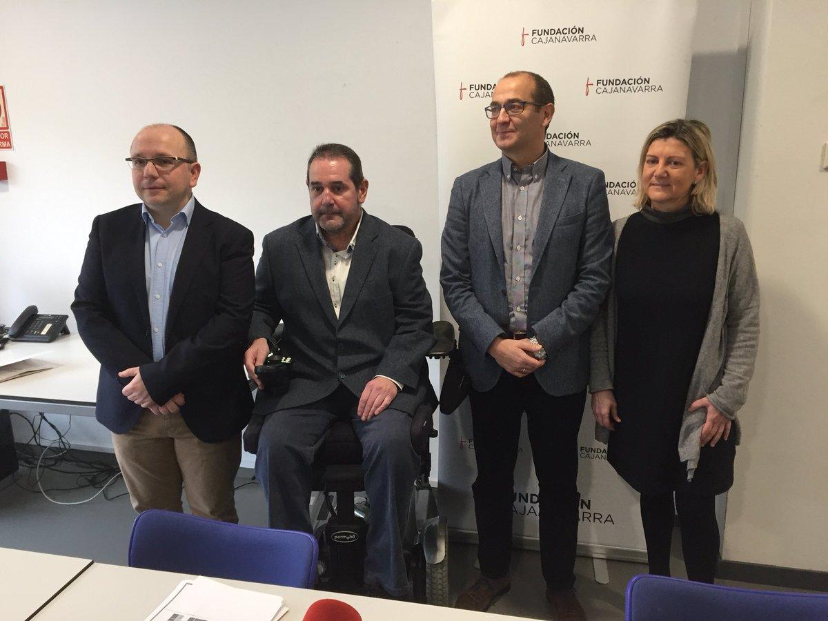 """Responsables de Fundación Caja Navarra posan tras la presentación de su nuevo """"Fondo para Crisis Olvidadas""""."""