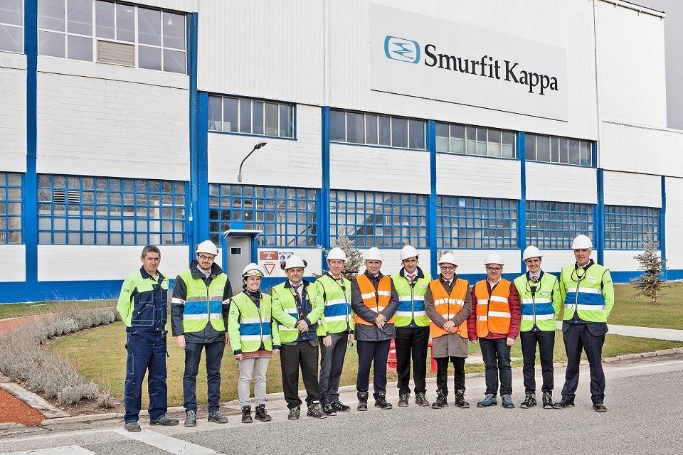 Imagen del vicepresidente Ayerdi con el equipo directivo de Smurfit Kappa en la reciente visita que realizó a su sede de Sangüesa (archivo)