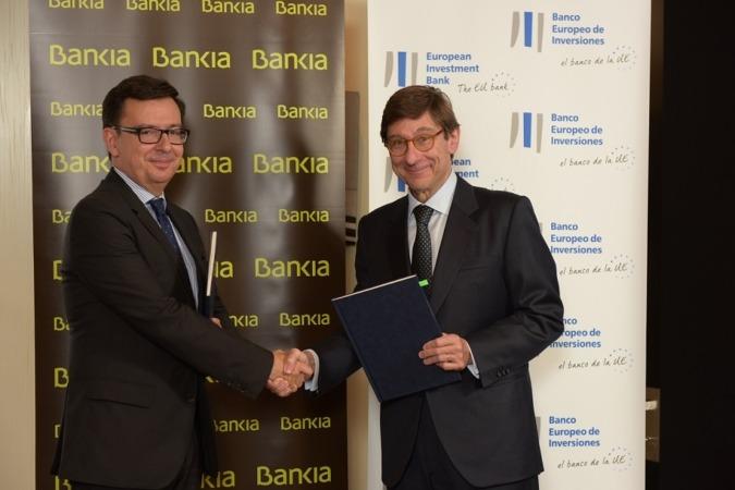 Román Escolano (BEI) y José Ignacio Gorigolzarri (Bankia) tras la firma del último acuerdo por valor de 800 M€ en favor de la Pequeña y Mediana Empresa en España.