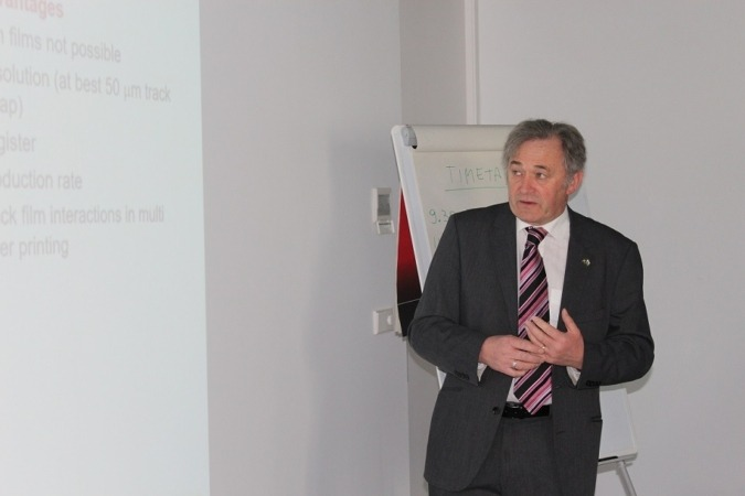 Imagen del profesor Tim Claypole, reconocido investigador del Welsh Center for Printing and Coating WCPC, del Reino Unido y director del workshop celebrado en Estella.