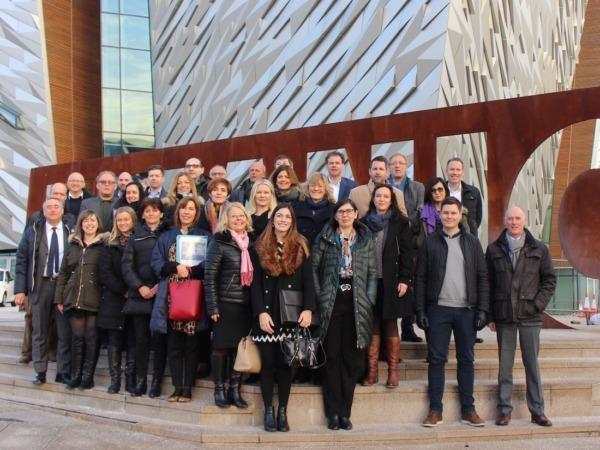 Foto de grupo de las personas asistentes a la jornada en Belfast.