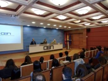 Los alumnos del FP María Inmaculada, durante la charla en la sede de CEN.