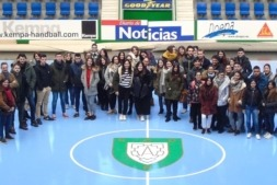 Los alumnos del centro de FP María Inmaculada de Pamplona, tras la charla en CEN, visitan el Pabellón Anaitasuna.
