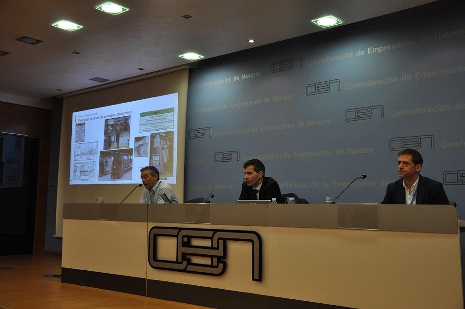 Mesa Presidencial del encuentro ayer en la CEN. De I a D: Iñaki López (dtor de producción Liebherr), Gabriel Iturralde (dtor general Liebherr) y Javier Verano  (Director de Posventa Liebherr).