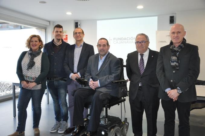 Foto de familia de los responsables de Fundación Caja Navarra y de algunos de los proyectos que han sido beneficiados en la última convocatoria.