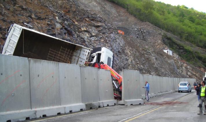 Imagen de un accidente laboral en las obras de mejora de la N-121-A en Igantzi.