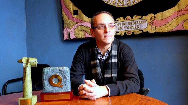 El director de la UNED de Tudela, Luis J. Fernández Rodríguez, en su despacho.