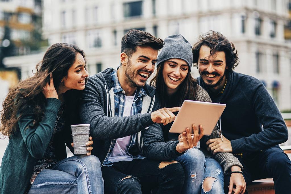 Dice Guido Stein (UNAV) que los millennials tienen ganas y fuerza, pero van como pollos sin cabeza y, por eso, es importante la cercanía personal con ellos.