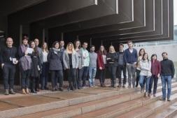 Participantes en las jornadas posan a la entrada del edificio de Navarrabiomed