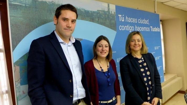 Foto de familia de los representantes de Cámara Navarra y del Consistorio de Tudela tras la presentación del Consorcio por la Internacionalización de la PYME ribera.