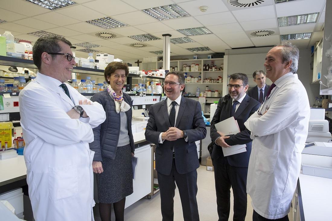 Ávila, Civeira, Giró, Font y Lasarte en los laboratorios de CIMA. Foto:  Jesús Garzaron